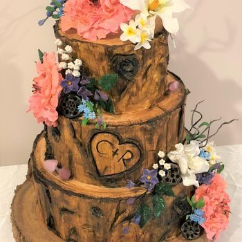 you are only limited by your imagination with today's wedding cakes