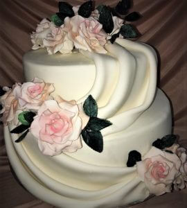 2 wedding cake with silk