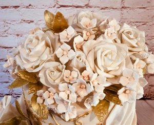 2 tier wedding cake with sugar flowers