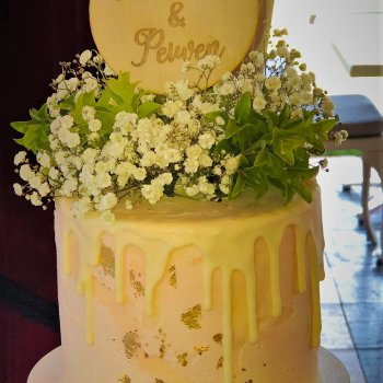 buttercream wedding cakes with golden flakes by rimma's wedding cakes perth cupcakes for weeddings
